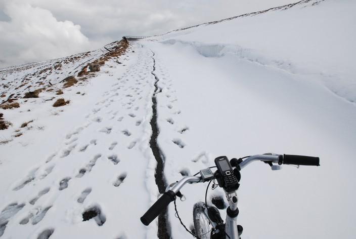 podjazd w śniegu na Kralovą Holę
