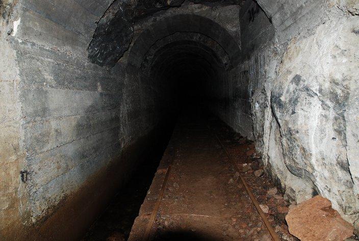 tunel na lewadzie Caldeirão Verde